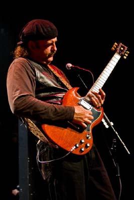 Bryan Bassett foghat guitarist live in 2009