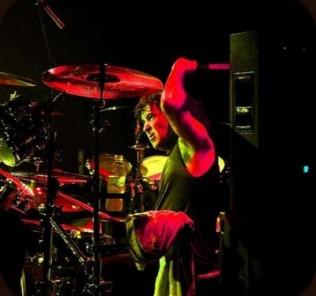 Simon Wright drummer live