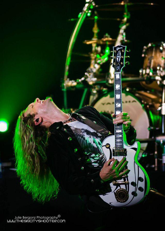 Joel Hoekstra Whitesnake the joint hard rock hotel white les paul